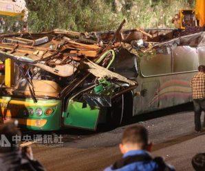 台湾游览车翻车事故车辆车龄19年 年初才通过定检