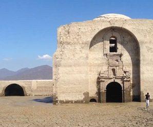 墨西哥一湖泊干旱致湖底400年历史教堂重见天日