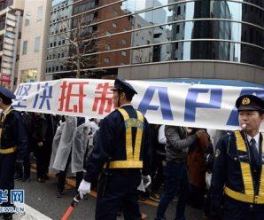 日本右翼分子全程围攻在日华侨华人和平游行