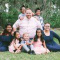 美国善心夫妇收养7个孤儿组建十口之家