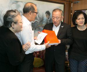 泰国统促会王志民会长为《现代使用汉泰词典》发行捐款