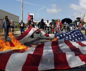 波多黎各民众焚烧美国国旗 抗议举行加入美国公投