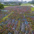 杭州上万辆共享单车被弃荒野