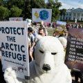 世界多国民众抗议美国退出《巴黎协定》