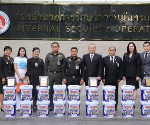 泰国军方向支持边境公共事业的发展4家公司颁奖