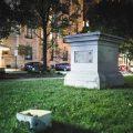"""美国多地拆除南方""""邦联""""雕像 特朗普面临执政考验"""