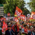 """法国十万""""懒人""""上街抗议政府 马克龙:绝不会退让"""