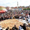 波黑制作675公斤馅饼 有望打破世界纪录