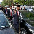 堵车太严重 印尼总统步行参加阅兵