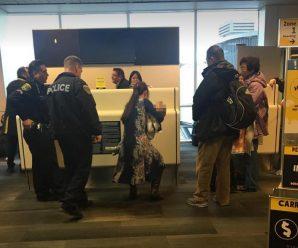 华裔一家4口在美国被赶下飞机 被网友骂:滚回中国去
