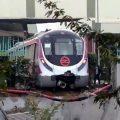 印度新德里无人驾驶地铁试运行发生事故 撞上墙壁