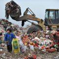 """中国拒绝""""洋垃圾""""切断法国公司财源 法媒:如同落下铡刀"""