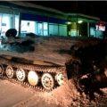俄罗斯男子开装甲车闯超市抢酒 被店员当场活捉