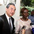 """中国外长连续28年开年首访非洲 俄媒:台湾两个""""邦交""""危险了?"""