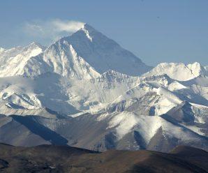"""中国放弃了8844米珠峰""""身高""""?国家测绘局:没有的事"""