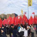 台统派携五星红旗赴蔡办纪念坠亡退将 与警方冲突