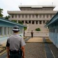 金正恩将首踏韩国土地会文在寅 谈无核化能否驱动美朝对话?
