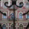 俄罗斯将驱逐60名美外交官 关闭美驻圣彼得堡领事馆