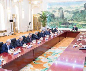 习近平集体会见上海合作组织成员国外长理事会会议外方代表团团长