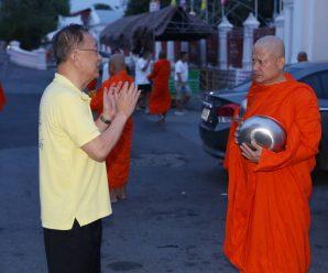 泰国统促会及爱心志愿者前往寺庙为普及游船事故遇难者祈福