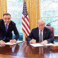 波兰总统花20亿请美建军事基地 却因一张照片被群嘲了