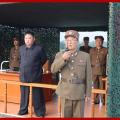 金正恩再次指导超大型火箭炮试射 现场曝光