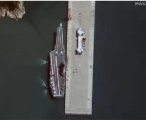 国产航母抵达海南军港:6万吨钢铁巨兽靠泊码头