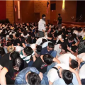 680名中国人涉诈骗在大马被捕 中国受害人跪地哭诉:还我血汗钱