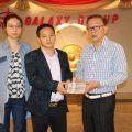 泰国统促会莫杰锋荣誉会长向泰国统促会捐款70万泰铢