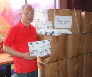 副秘书长张让源及企业家萧继龙向泰国统促会捐赠口罩20箱