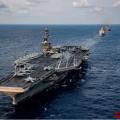 """美国海军南海挑衅 核航母联合两栖攻击舰""""秀肌肉"""""""