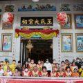 泰国王氏宗亲总会向民众派发生活物资和慰问金