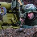 """美军被曝购买""""数量不详""""苏制武器 包括AK步枪和T-90坦克炮弹"""