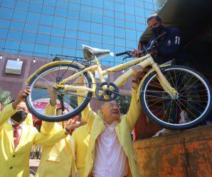 泰国统促会向泰国三军总部捐赠自行车